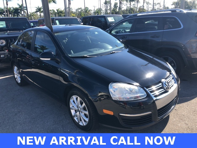 Pre-Owned 2010 Volkswagen Jetta Limited